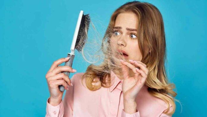 donna che perde capelli