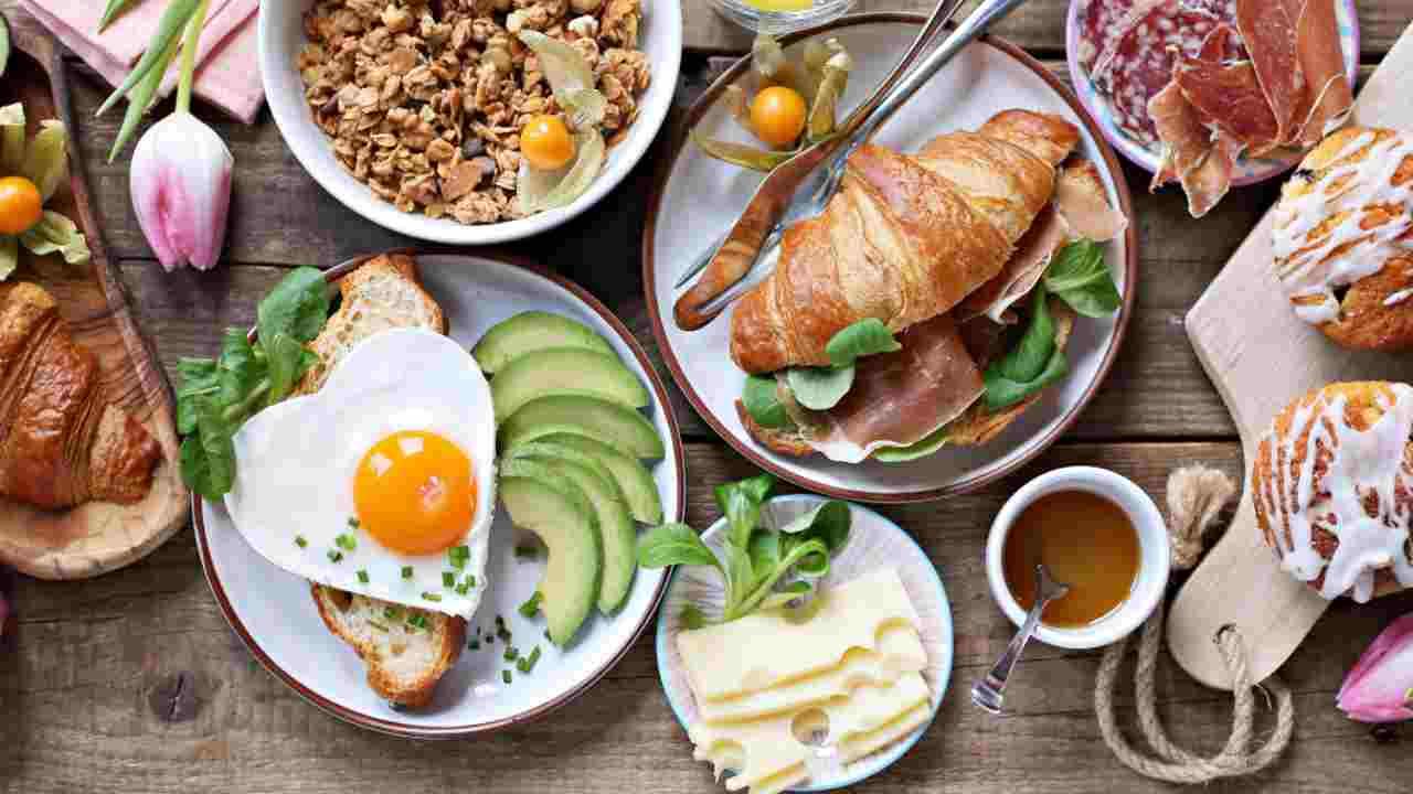 Vuoi perdere peso facilmente? Mangia di più a colazione! Scopri come e perché funziona
