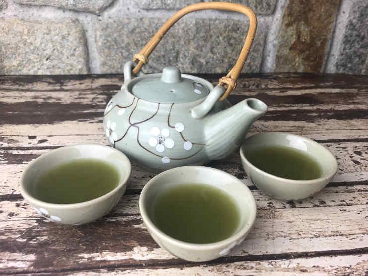 teiera con tè verde