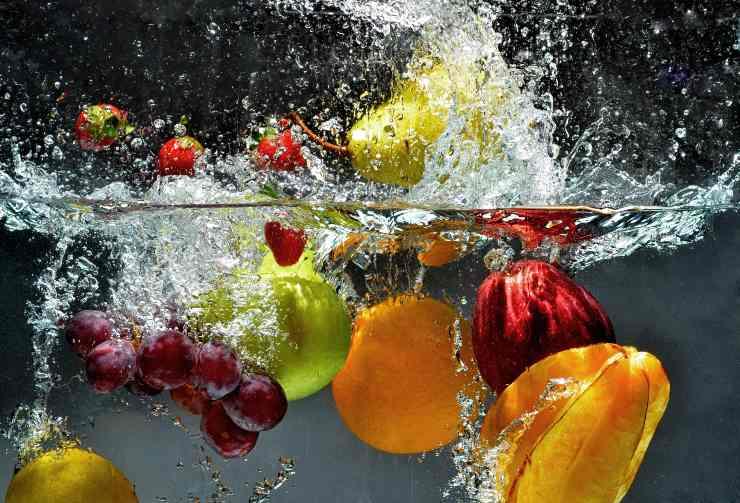 frutta e verdura in acqua