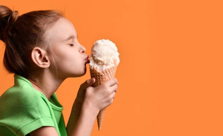 bambina con gelato