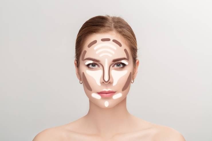 donna con contouring makeup in viso