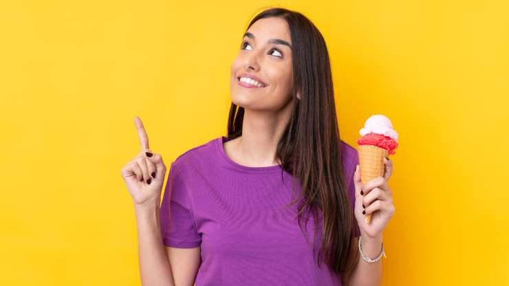 donna con gelato
