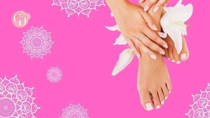 mani e piedi in primo piano su sfondo rosa