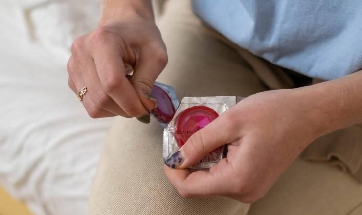 come si usa il preservativo