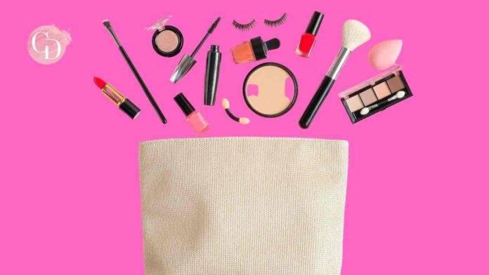 prodotti makeup che escono dalla borsa