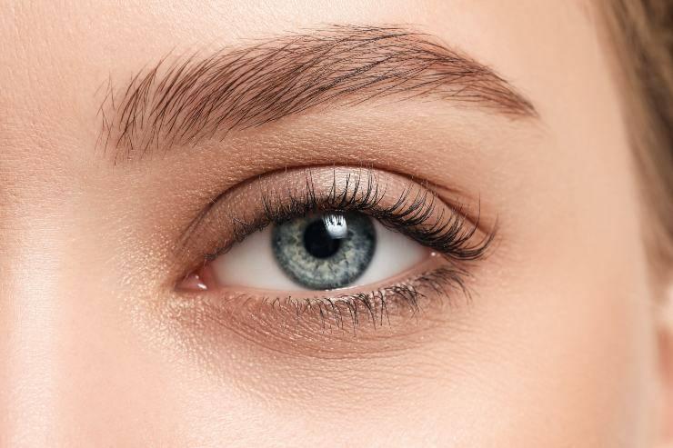 occhio chiaro donna