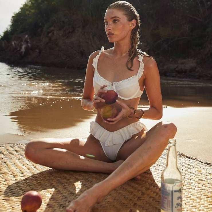 Bikini bianco arricciato a vita alta, un classico da avere.
