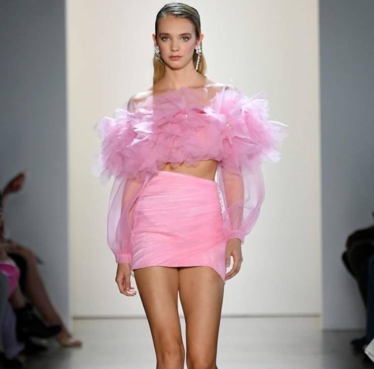 Top in organza rosa caldo, sensuale e romantico.