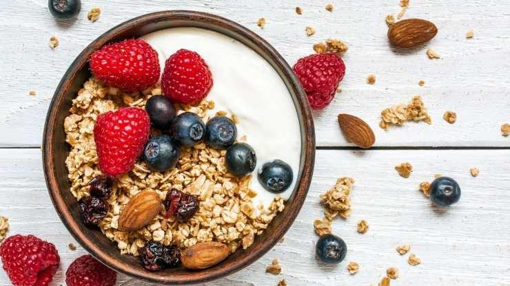 yogurt avena frutta