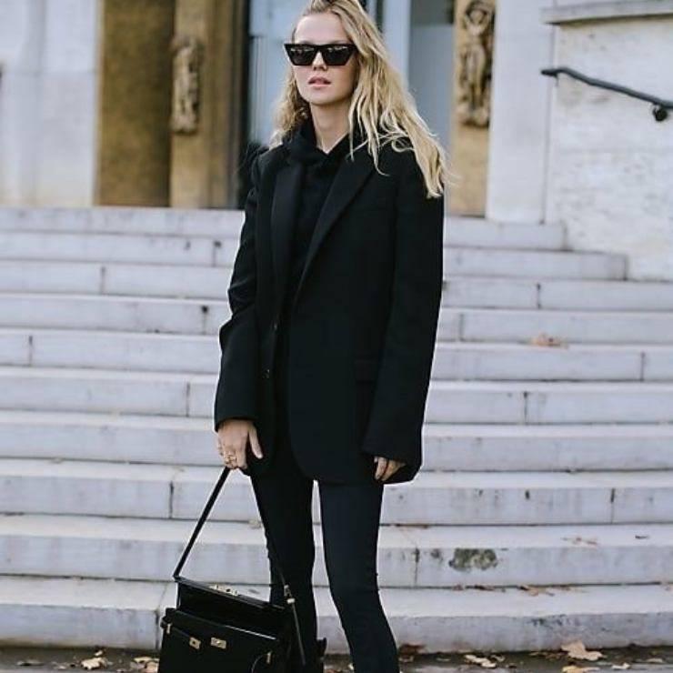 Outfit nero comodo per la domenica