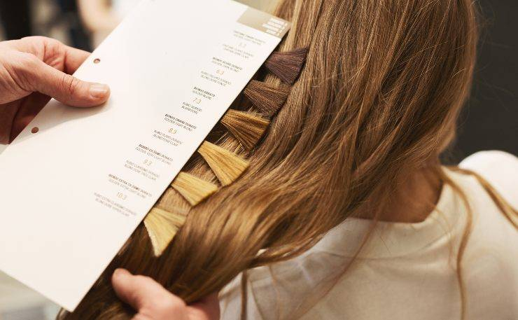 tornare al colore naturale capelli tinti