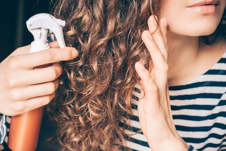 capelli ricci consigli anti crespo ragazza con capelli ricci