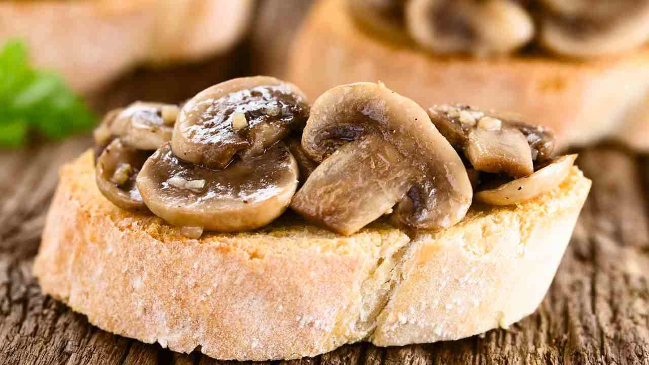crostoni ai funghi porcini