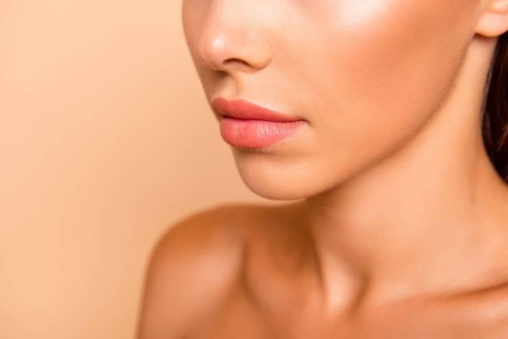 pelle grassa errori makeup viso donna primo piano