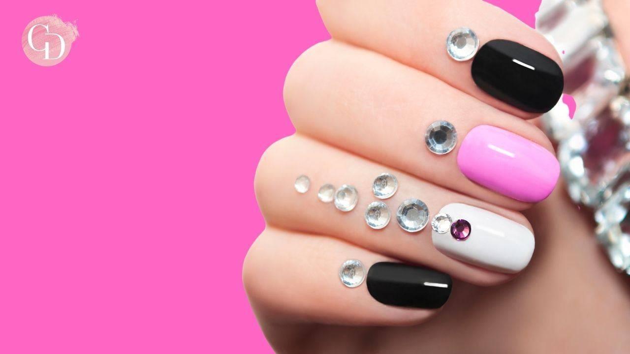 sparkling nails unghie con strass nere e rosa