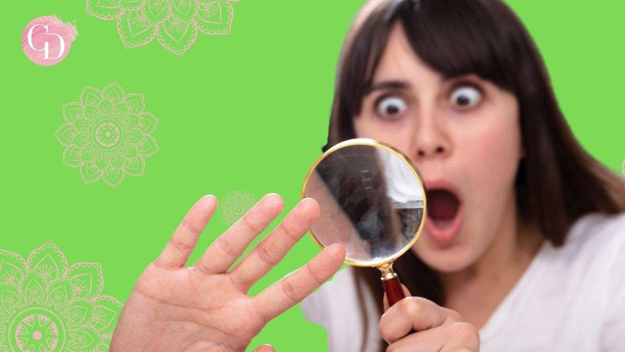 donna si guarda unghie rovinate su fondo verde