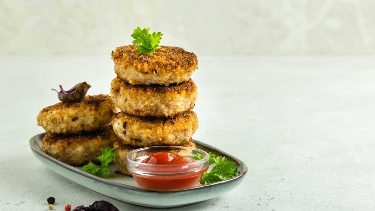 Frittelle morbide con lenticchie e pancetta: c'è gran gusto in cucina