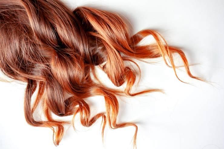 cabelo tingido preto e vermelho