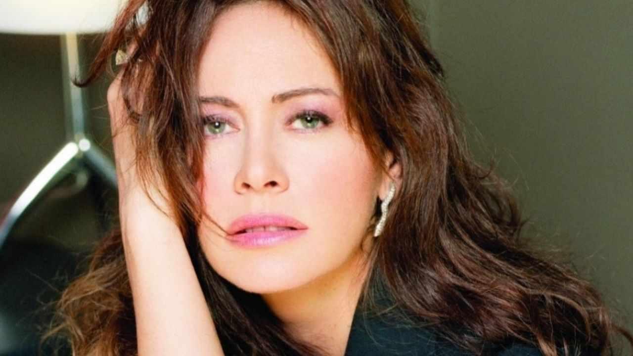 Elena Sofia Ricci senza trucco e senza filtri: assolutamente splendida