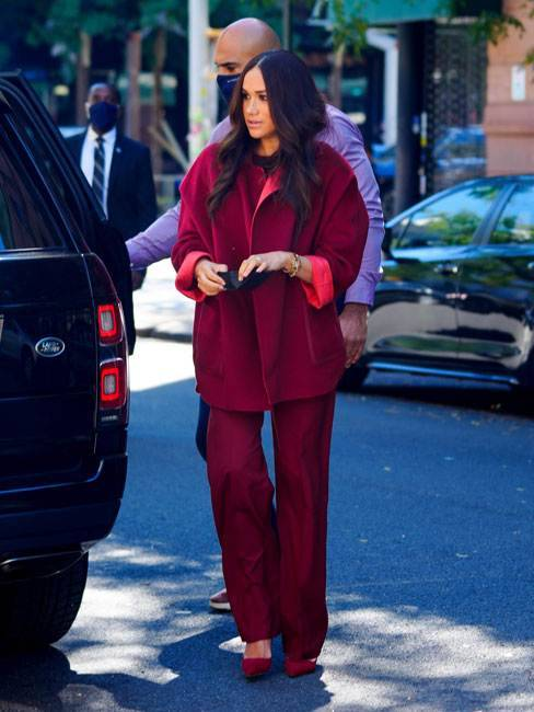 meghan completo rosso