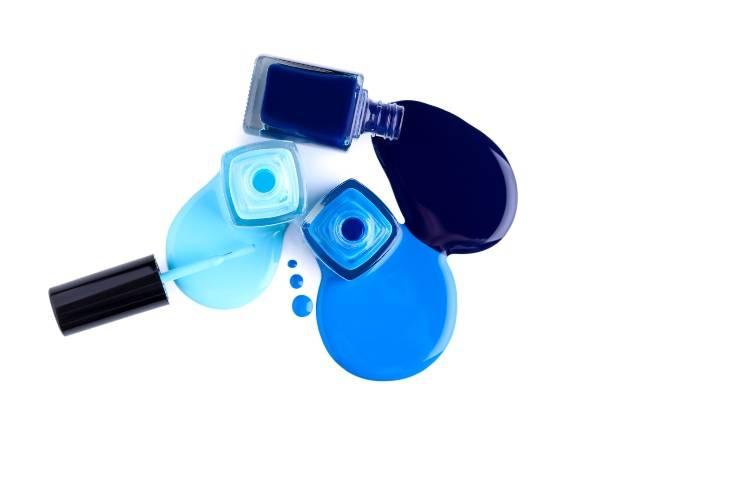 smalto blu boccette con smalto liquido