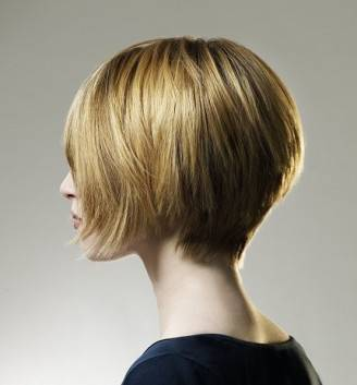 2c60a short bob hairstyles 2011 1 328x353 MODA CAPELLI 2012: inverno, corti e lisci in stile Gwyneth Paltrow