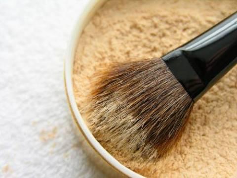 How to makeup e1338133097752 MAKE UP TUTORIAL: il fondotinta minerale