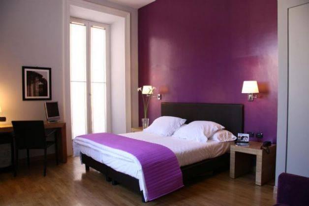 Pareti Viola E Bianco: Soggiorno grigio e viola pasionwe. Colori ...