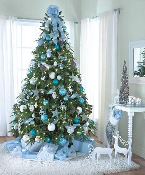 Alberi Di Natale Come Addobbarli Foto.Albero Di Natale Blu Come Addobbarlo Per Renderlo Elegante E Raffinato