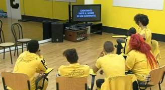 amici4 328x178 AMICI 11: i cantanti della squadra gialla si autonominano
