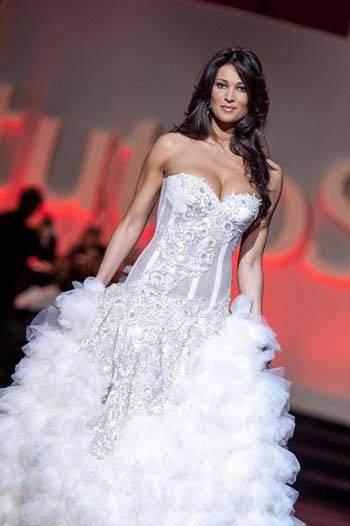 Manuela Arcuri testimonial di abiti da sposa