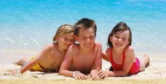 consigli-protezione-bambini-al-mare