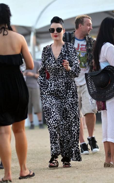 dita von teese 042112 1 470x752 COACHELLA Weekend 2: da Robert Pattinson e Kristen Stewart a Dita Von Teese, ancora star per il festival musicale