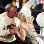 LADY GAGA: Capodanno a New York e bacio al Sindaco