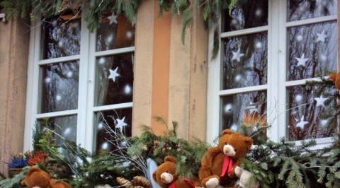 Casa decorare finestre per le feste - Decorare le finestre per natale ...