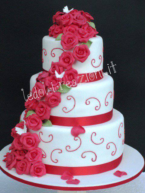 Matrimonio Tema Rose Rosse : Wedding cake esistono torte esclusivamente nuziali
