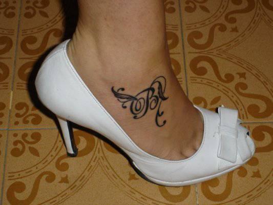 Tatuaggi sexy sul piede for Immagini tatuaggi piede